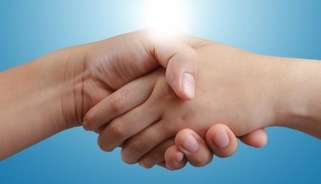 Main dans la main avec Oum Souleyman, créatrice de KHDJ Consulting