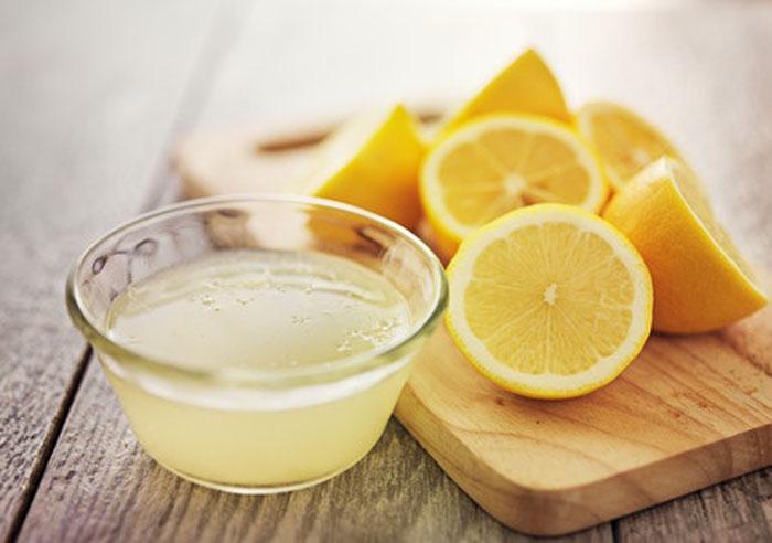 boire de l'eau chaude et du jus de citron le matin