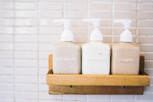 Alternatives aux shampoings : laver ses cheveux sainement