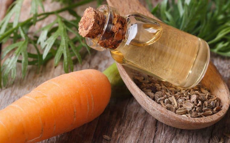 Huile de carotte : bienfaits et utilisation