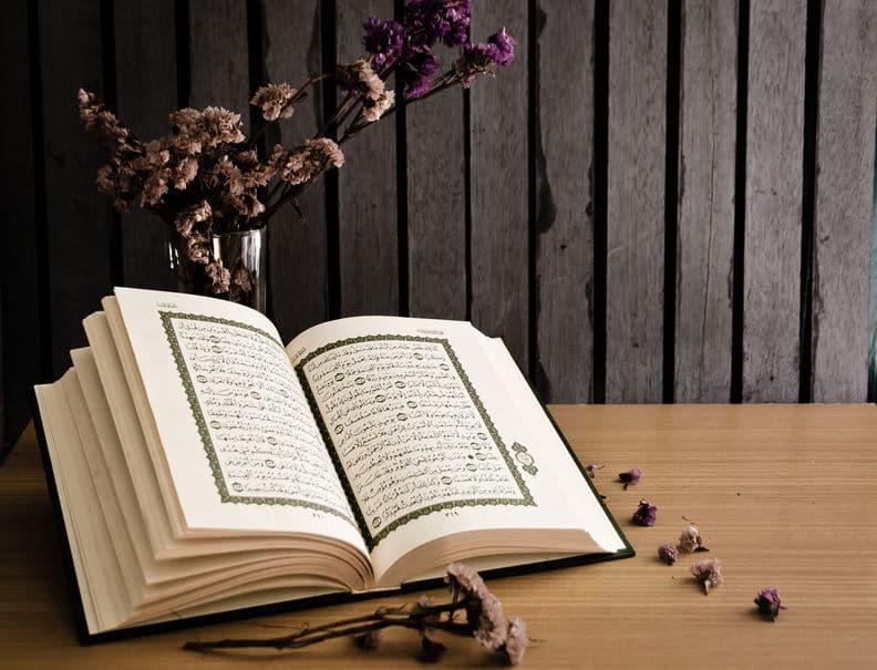 Lire le Coran et le méditer quotidiennement